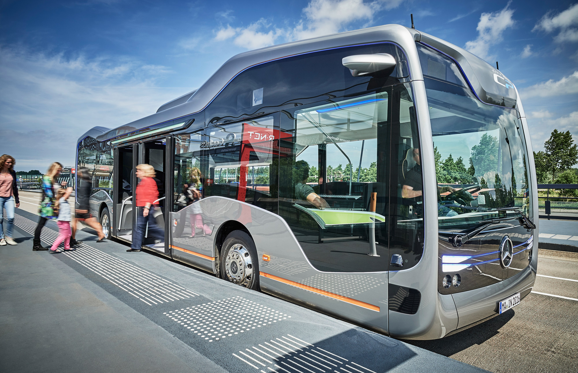 Mercedes Benz-Future Bus with CityPilot
