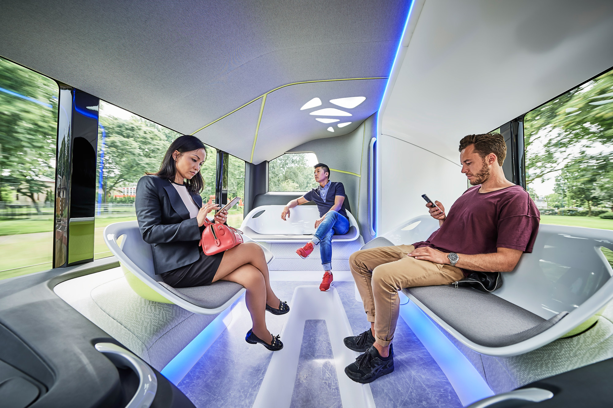Mercedes-Benz Future Bus with CityPilot people
