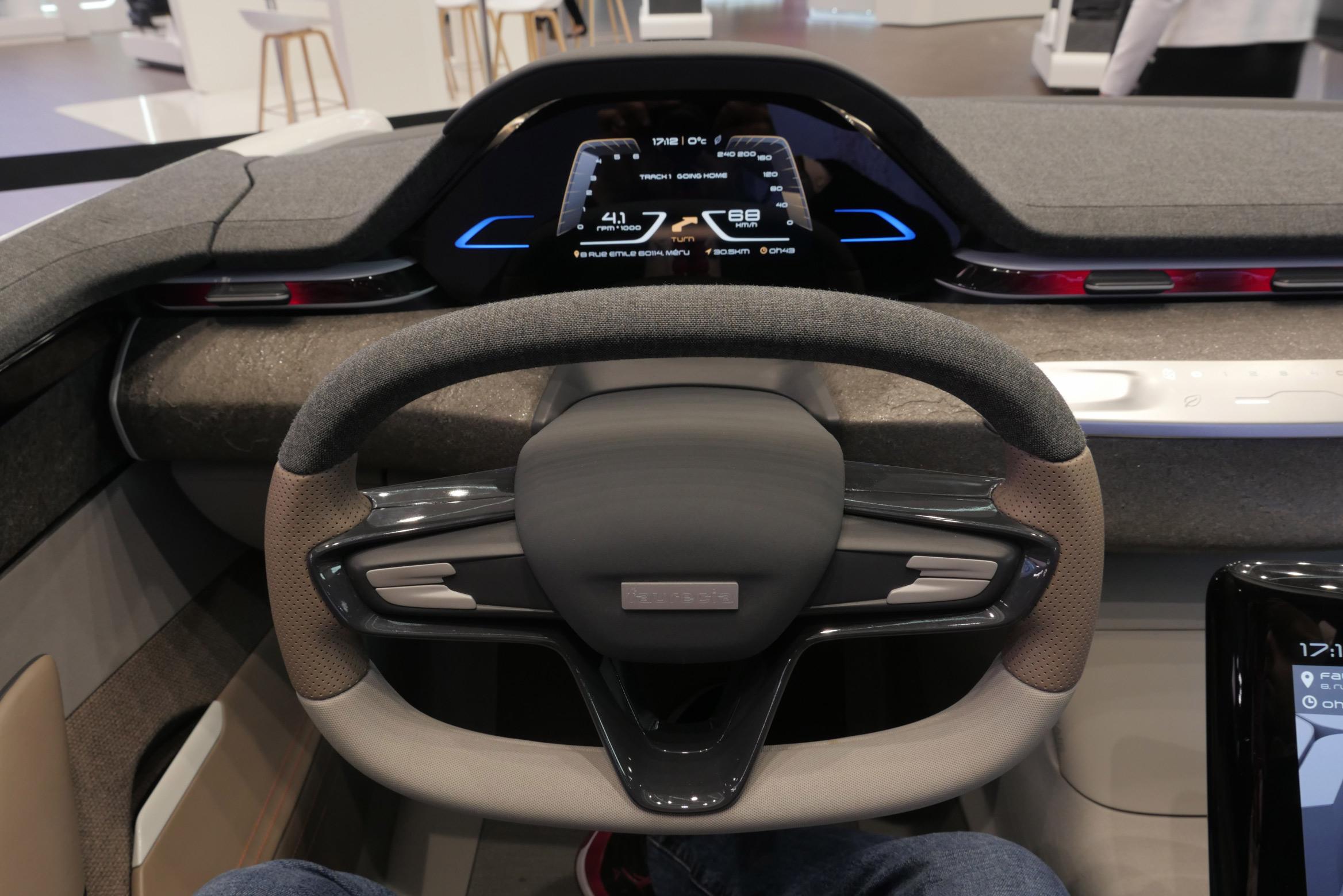 Faurecia concept cockpit Paris Motor Show 2016