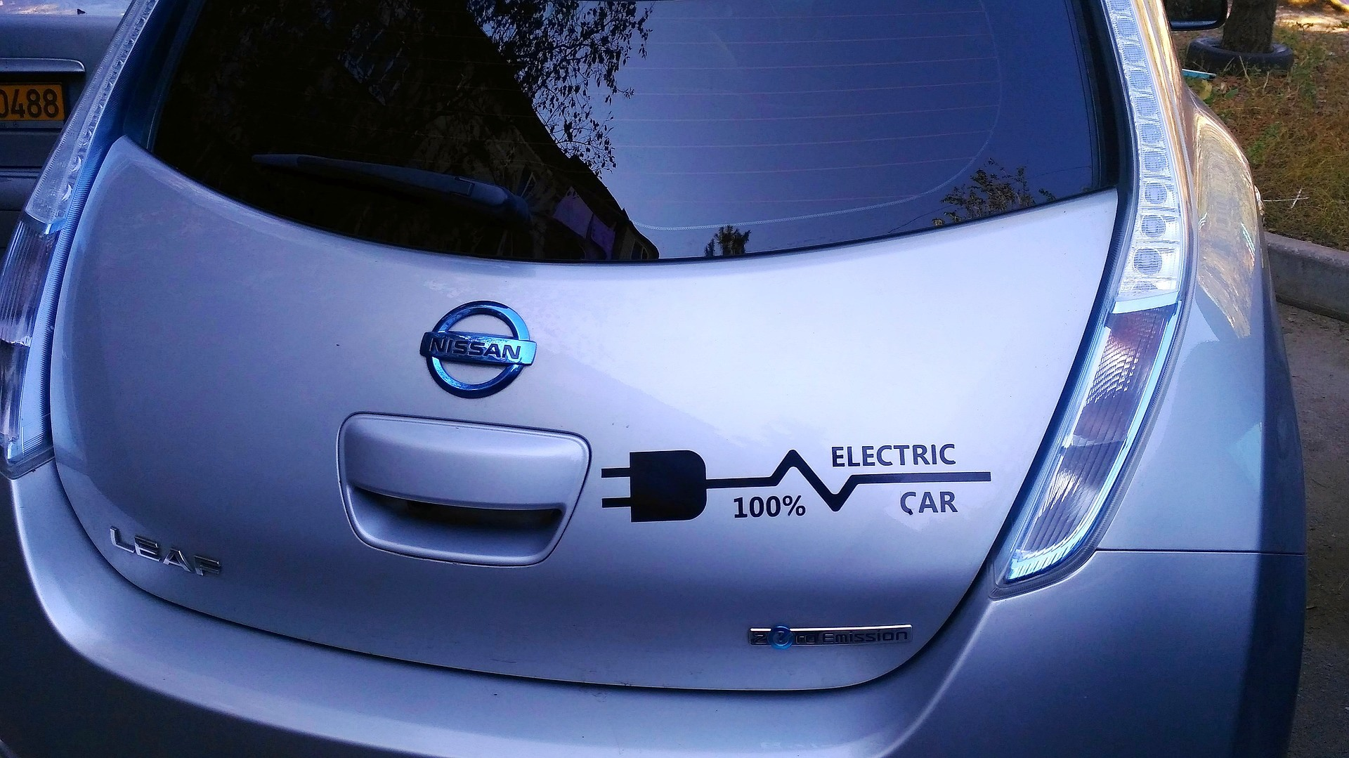 electric car nissan