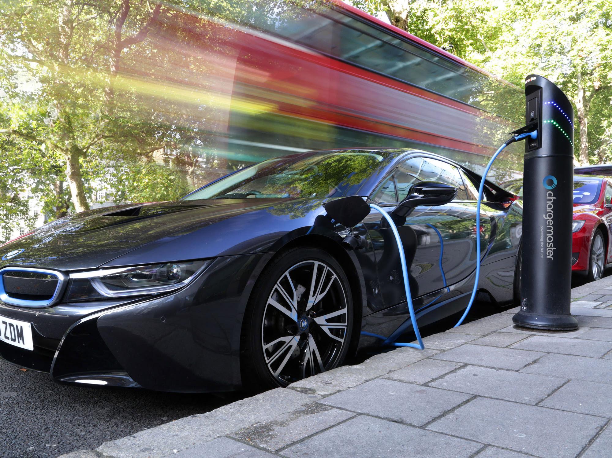 Η BP εξαγοράζει τη μεγαλύτερη εταιρεία φόρτισης ηλεκτρικών οχημάτων στο Hνωμένο Βασίλειο