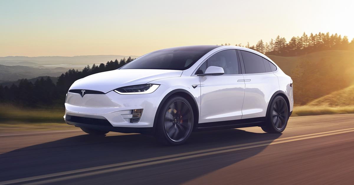 Tesla: Μείωσε κατά 6% τις τιμές στα Model S και Model X