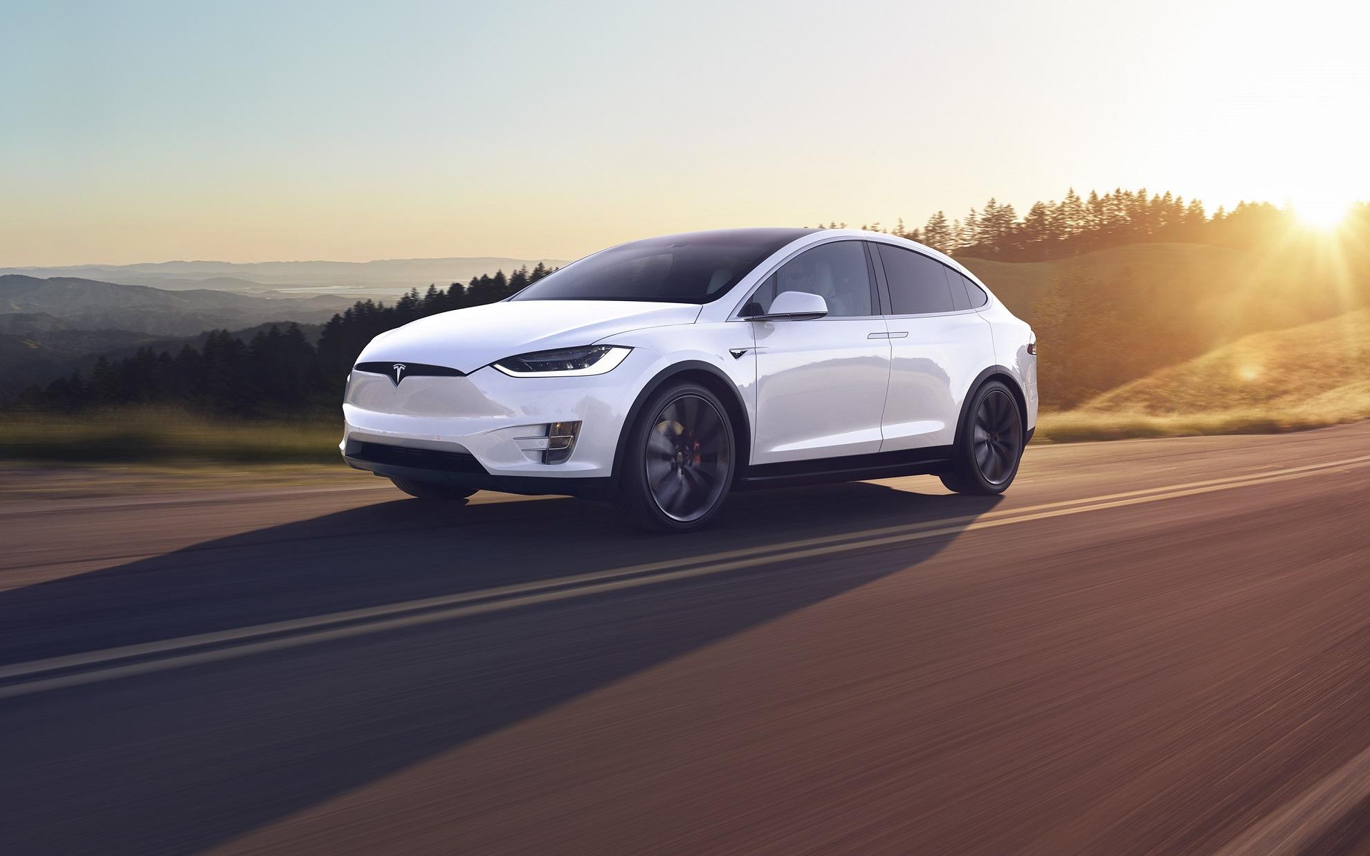 Πόσο εύκολο είναι να χαράξεις και να κλέψεις ένα Tesla Model X;