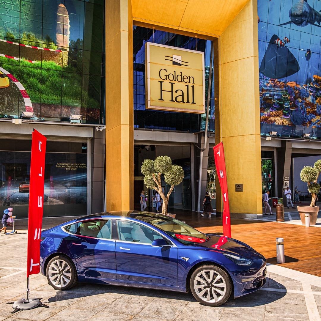 Tesla Model 3 / Golden Hall