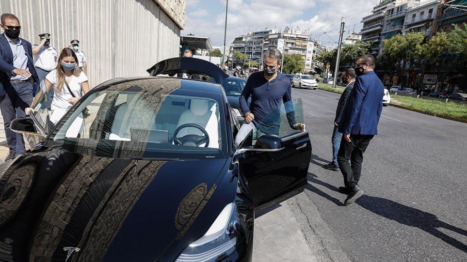 Κυριάκος Μητσοτάκης - Tesla Model 3 / Φωτογραφία: EUROKINISSI/ΓΙΩΡΓΟΣ ΚΟΝΤΑΡΙΝΗΣ