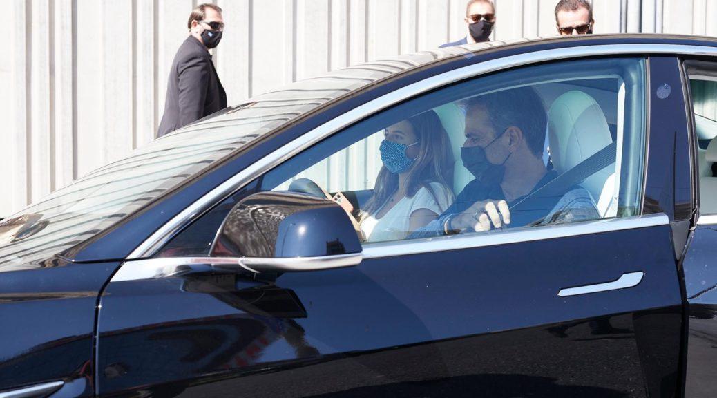 Κυριάκος Μητσοτάκης / Tesla Model 3 - Φωτογραφία: EUROKINISSI/ΓΙΩΡΓΟΣ ΚΟΝΤΑΡΙΝΗΣ