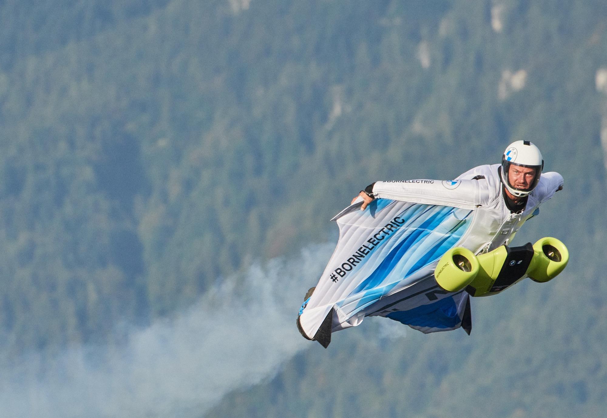 Το ηλεκτρικό φτερά της BMW i υπόσχεται πτήσεις με ταχύτητα 300 km / h [video]