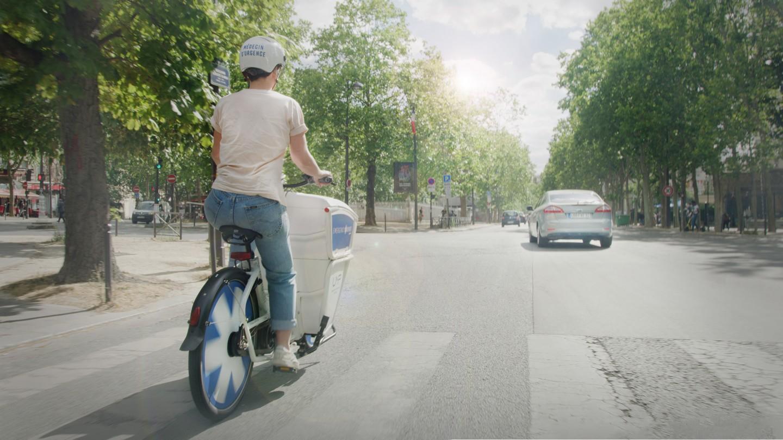 Στο Παρίσι οι πρώτες βοήθειες έρχονται με ηλεκτρικό ποδήλατο