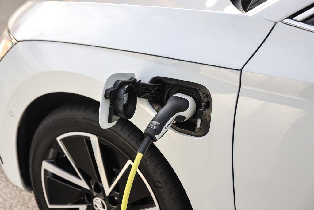 Skoda Octavia iV charging