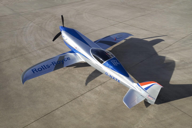 H Rolls Royce παρουσιάζει το πιο γρήγορο ηλεκτρικό αεροπλάνο