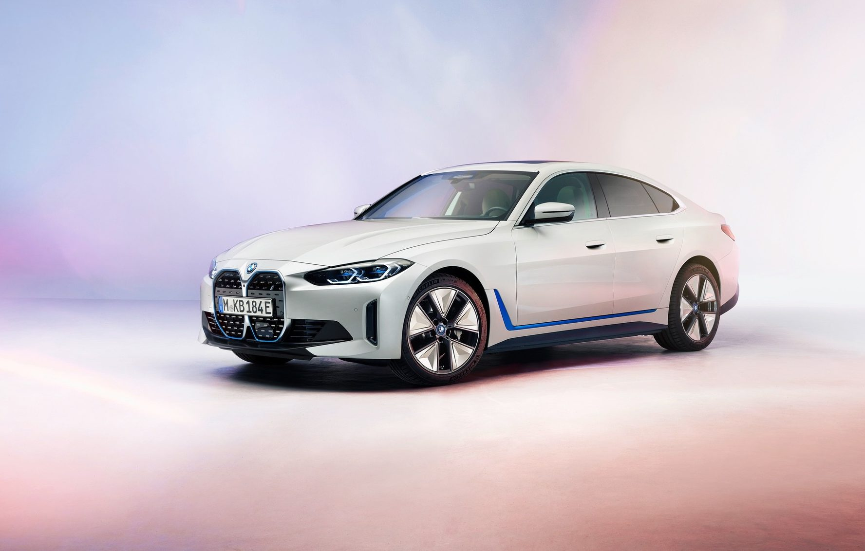 Η BMW παρουσιάζει το πλήρως ηλεκτρικό sedan i4