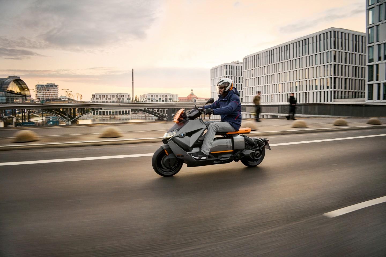 H BMW λανσάρει επίσημα το Motorrad CE 04