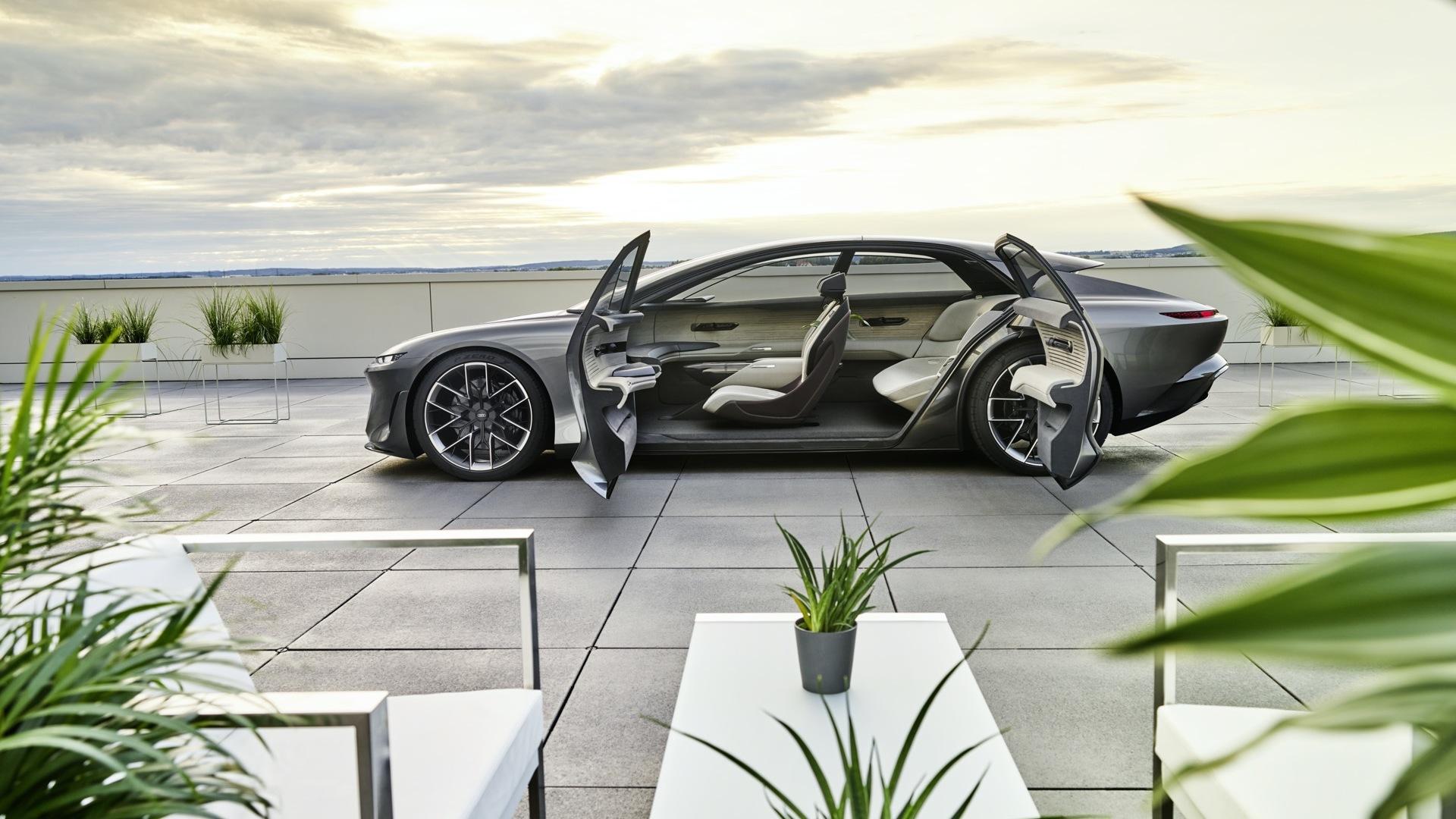 Audi Grandsphere: Μία αυτόνομα κινούμενη λιμουζίνα